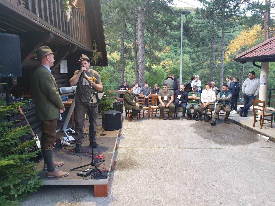 Natjecanje u gađanju malokalibarskom puškom i u oponašanju rike jelena